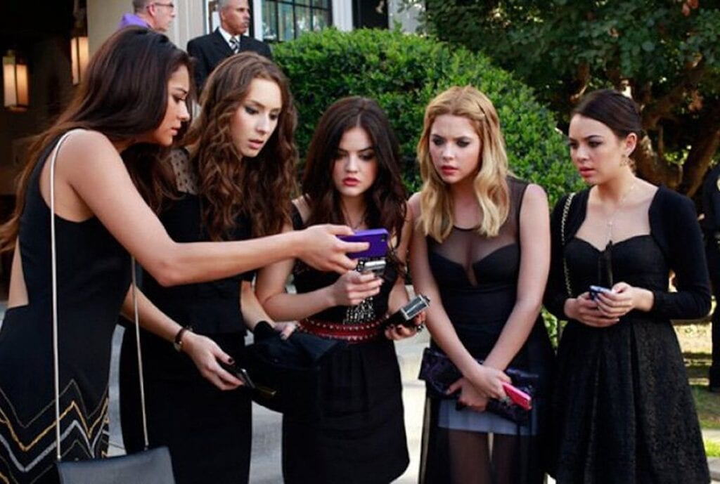 Who is the new A?  Meet the Cast of the 'Pretty Little Liars' Reboot – FilmyOne.com