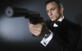 Who wins in the fight of the net worth? Watch Daniel Craig and Dwayne