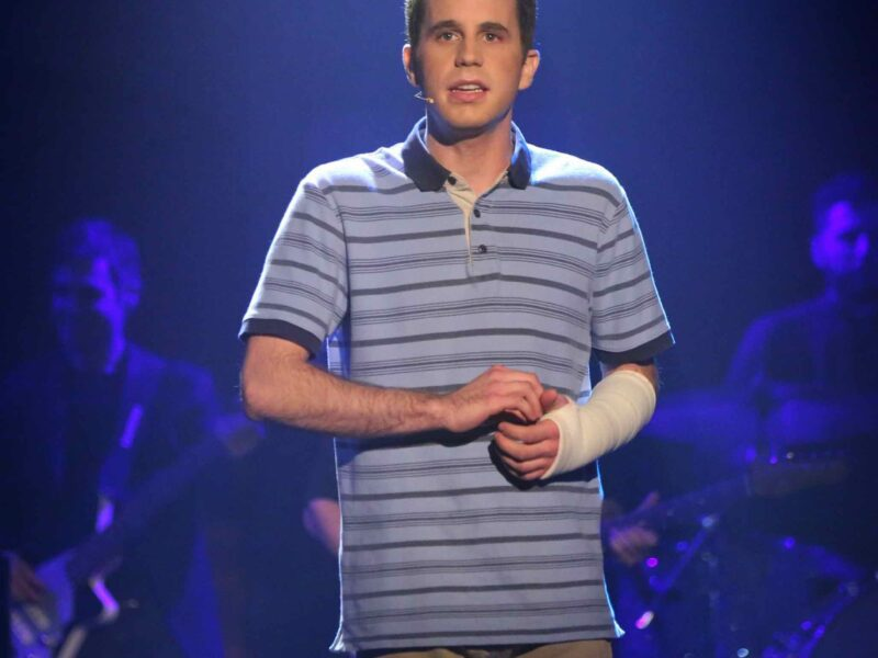 The plot of the new 'Dear Evan Hansen' movie may seem . . . . unfamiliar to some audiences. Get to your seats as we dive into the plot of this new musical film.