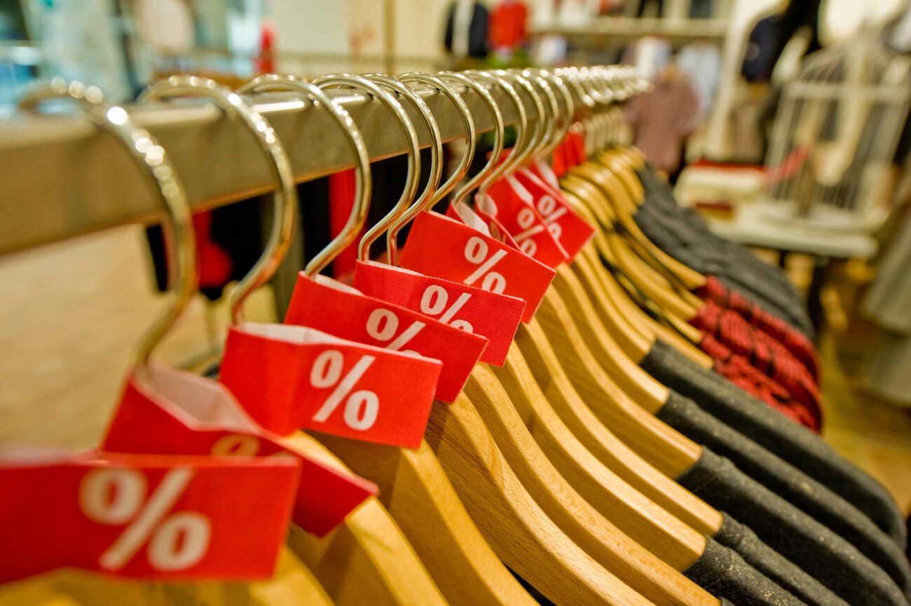 It's 2021, so it's time for a wardrobe update. Never pay full price again for trending clothes! Check out these tips and pay attention for discount codes.