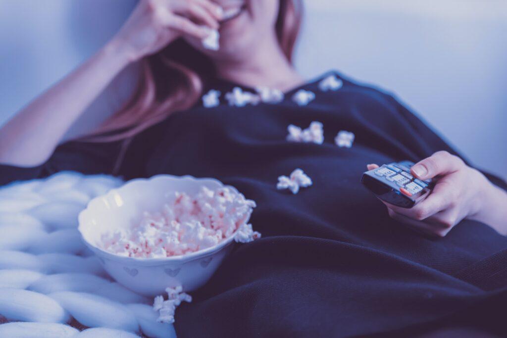 How to organize a movie night – FilmyOne.com