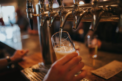 If you're going to an Irish pub, there are a few things you should know before you go. Paul Leongas breaks down what the customs are in these establishments.
