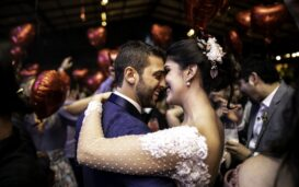 A movie-themed wedding is sure to be a blast. Here are some tips on how to make the Hollywood wedding of your dreams come true.
