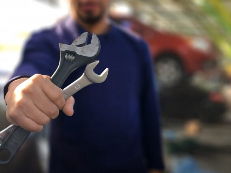 Choosing a good mechanic can be a tricky undertaking. Here are some tips to consider when it comes time to choose a mechanic for your car.