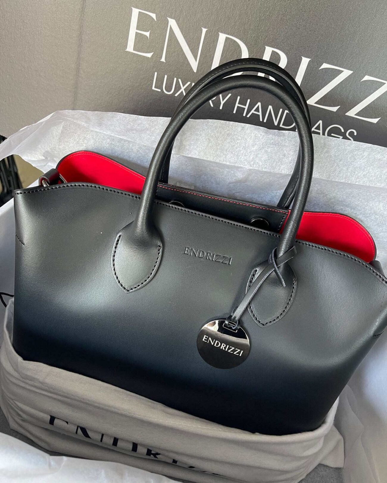 Moda Endrizzi is launching a new line of Italian, handcrafted handbags. See if these new bags will put the likes of Armani and Prada to shame here.
