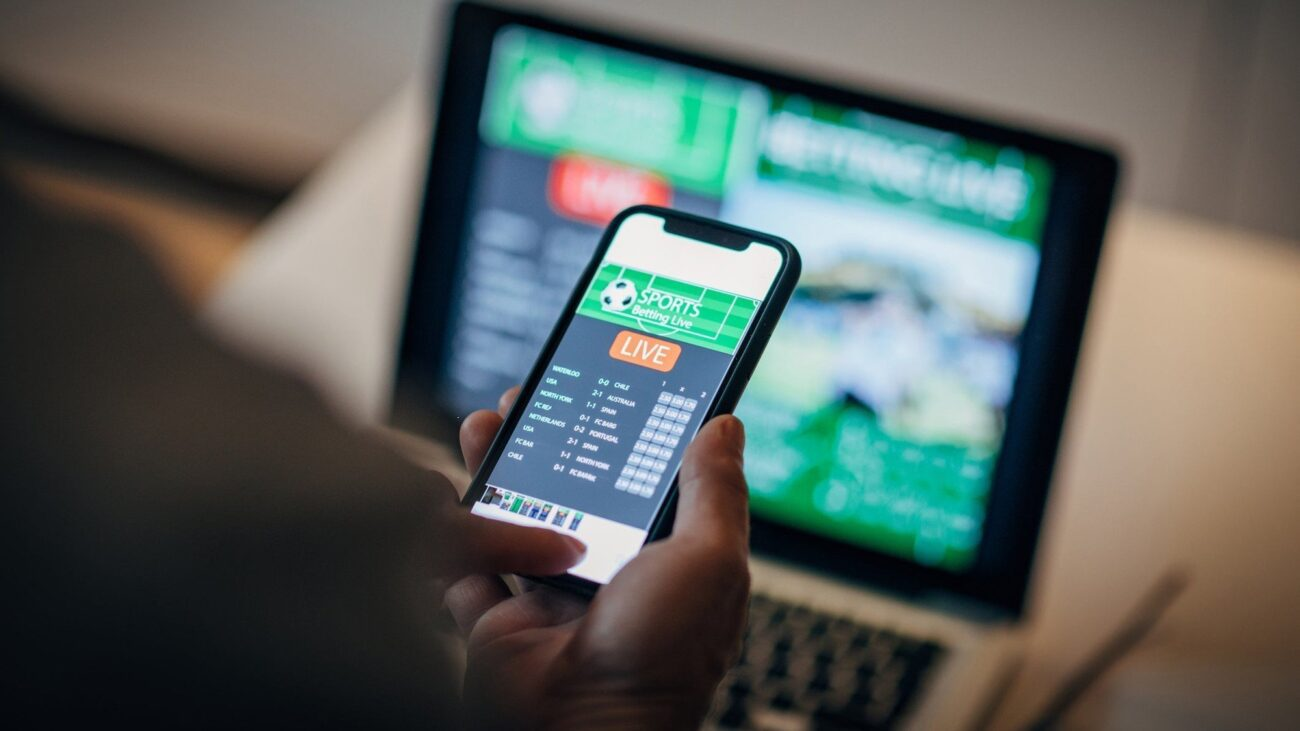 Are you only interested in playing games to earn money? Here are all the best resources for live betting in Canada.