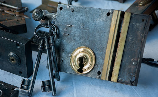 Finding the right locksmith company can be tricky. Here are some tips on locating the best locksmith prices companies in London.