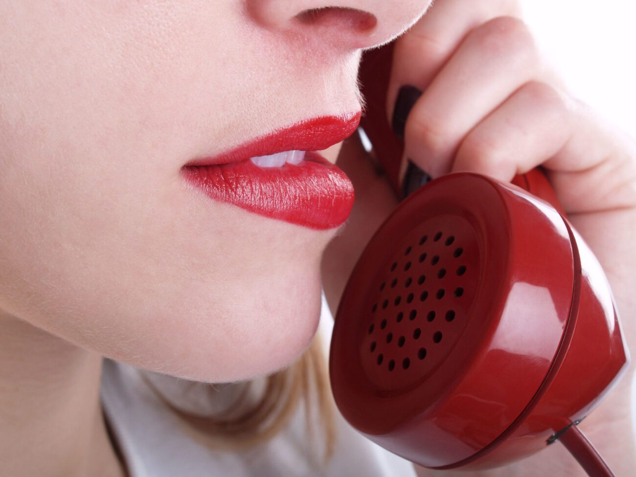 Are you feeling lonely and in the mood? Find some companionship completely free! Here are the best phone sex hotlines you can call right now for $0.