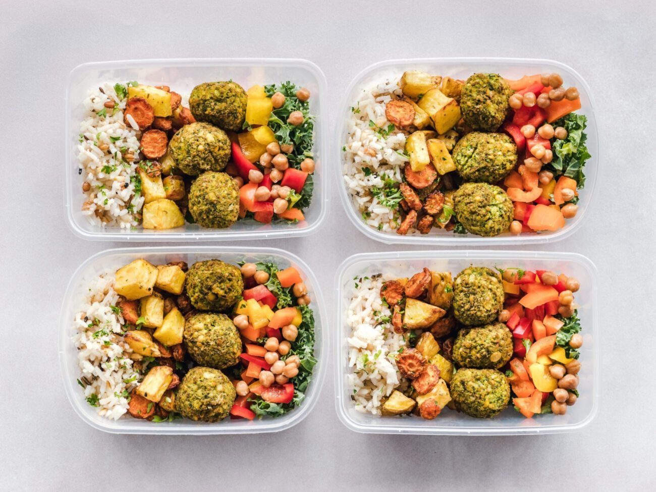 Never waste another meal or go through Tupperware like underwear again! Buy the best microwavable, sustainable containers to store food with these tips.