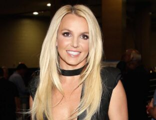 Is Britney Spears' naked online photos real or Photoshopped? Join in for a look at if the pop star is