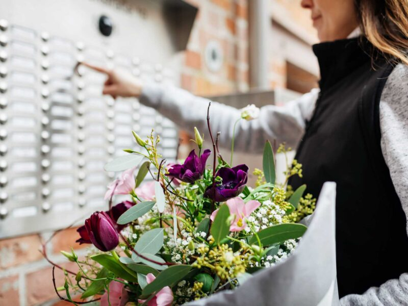 Are you looking to send some flowers to a special someone for their birthday? Learn all about the best ways to send flowers online!