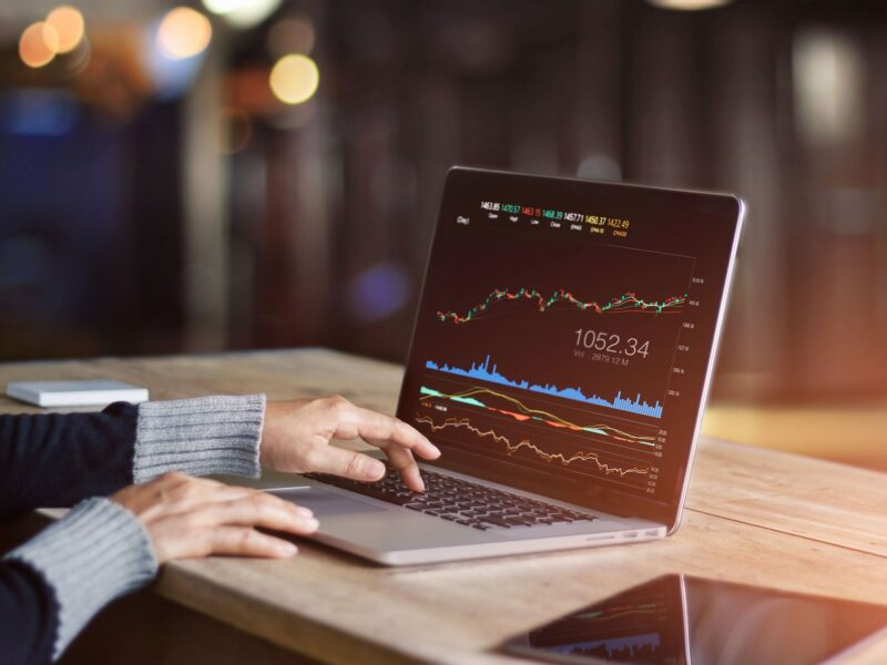 Do you want to transform your life by massively growing your wealth? Use this guide to Forex trading for beginners to get started making money today.
