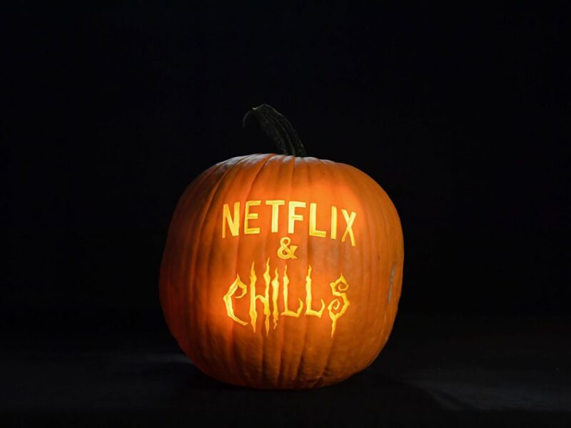 What are the best scary movies on Netflix to watch in the lead-up to Halloween? Dive into these classic recommendations.