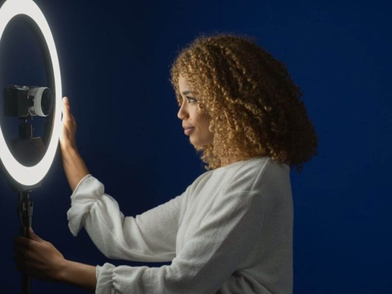 Are you looking to level up your selfie game? Learn the facts about ring lights and how they can make your selfies look professional!