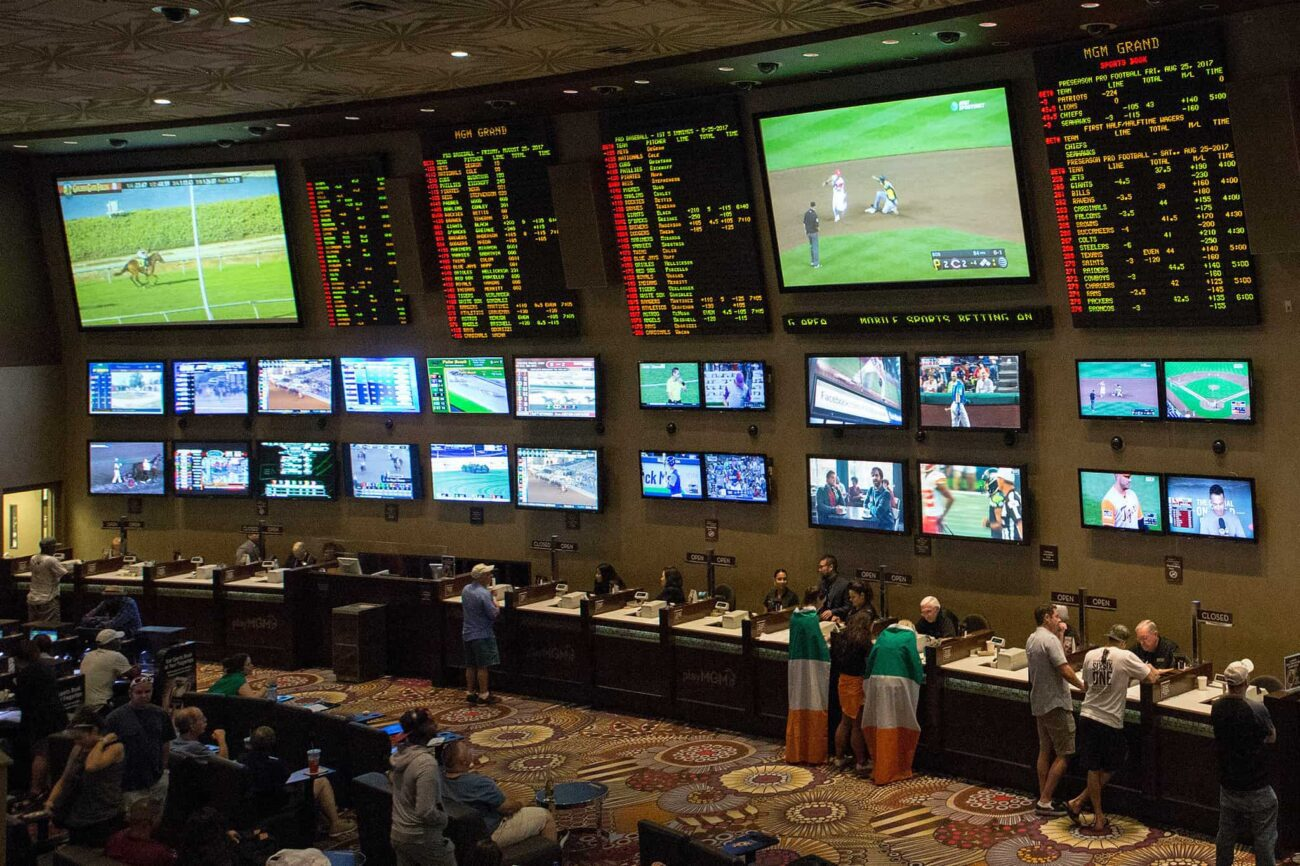 You can make money by betting on sports matches. Before you start placing actual bets, learn the common online sports betting mistakes of novice bettors